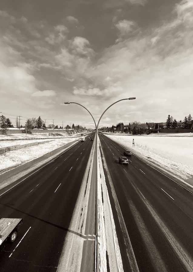 A normally busy intracity Canadian highway at 2:43pm on March 31, 2020